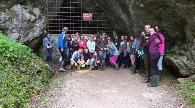Pred vhodom v Križno jamo